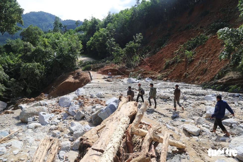 Những hình ảnh đầu tiên ngôi làng bị vùi lấp tại Trà Leng, Nam Trà My - Ảnh 4.