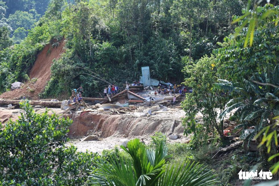 Những hình ảnh đầu tiên ngôi làng bị vùi lấp tại Trà Leng, Nam Trà My - Ảnh 5.