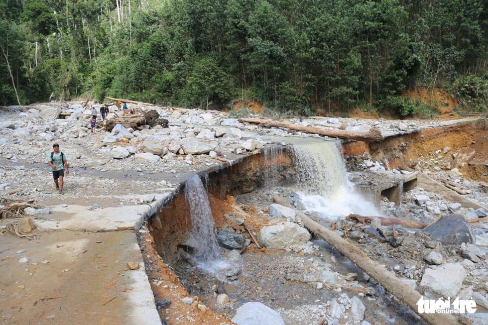 Những hình ảnh đầu tiên ngôi làng bị vùi lấp tại Trà Leng, Nam Trà My - Ảnh 6.