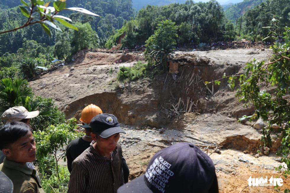 Những hình ảnh đầu tiên ngôi làng bị vùi lấp tại Trà Leng, Nam Trà My - Ảnh 7.