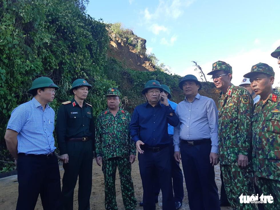 Nóng: Hai vụ sạt lở vùi lấp 53 người ở Quảng Nam, đã thông đường vào Nam Trà My - Ảnh 1.