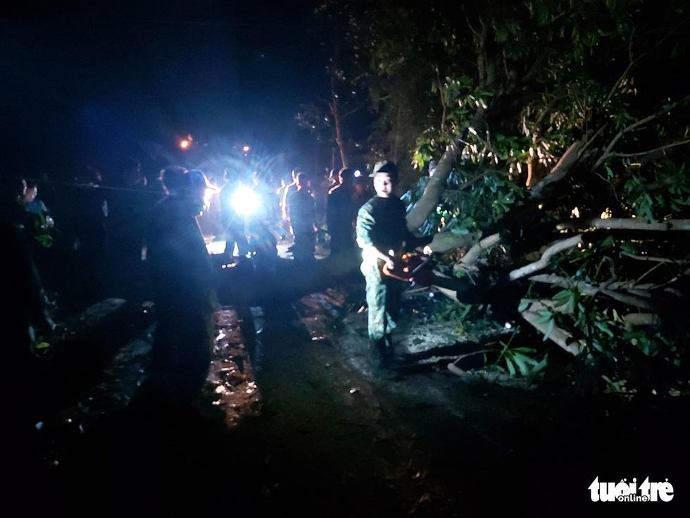 Nóng: Hai vụ sạt lở vùi lấp 53 người ở Quảng Nam, đã thông đường vào Nam Trà My - Ảnh 13.