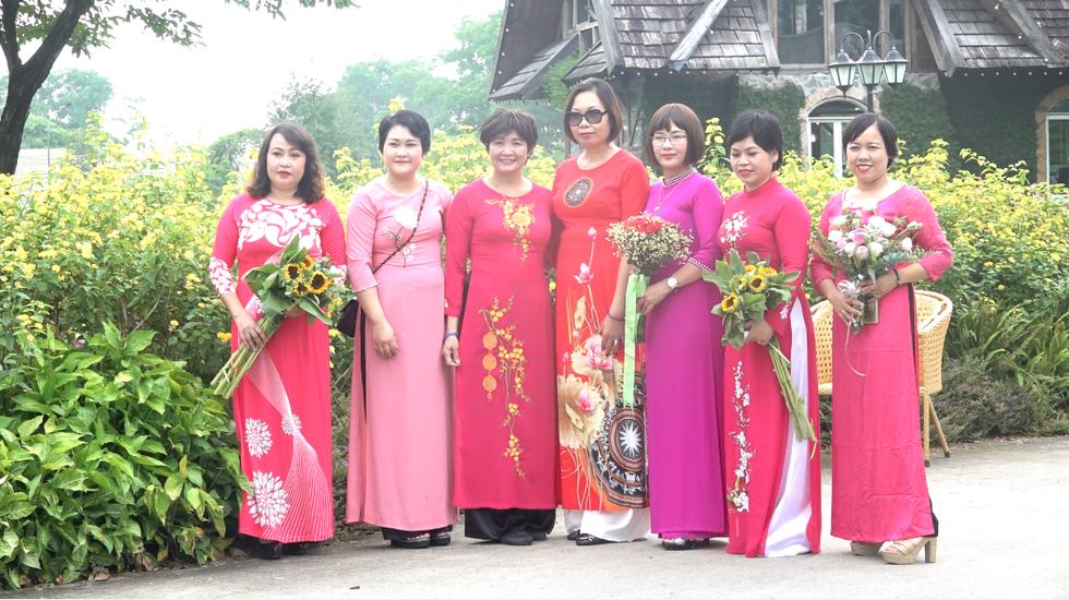 Những nữ 'chiến binh' rạng rỡ trong Tháng 10 hồng - Ảnh 13.
