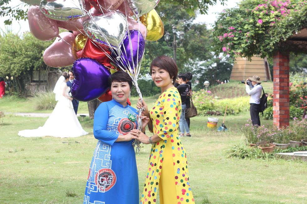 Những nữ 'chiến binh' rạng rỡ trong Tháng 10 hồng - Ảnh 8.