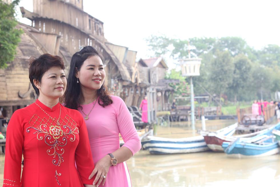 Những nữ 'chiến binh' rạng rỡ trong Tháng 10 hồng - Ảnh 7.