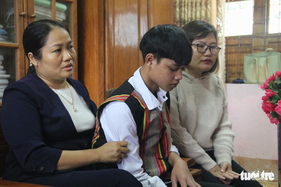 Học sinh vùng sạt lở Phước Sơn: 'Cả làng trôi mất, nhà em không còn ai' - Ảnh 2.