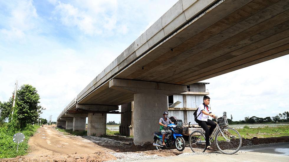 Gấp rút thông đường phía tây Đồng bằng sông Cửu Long - Ảnh 1.