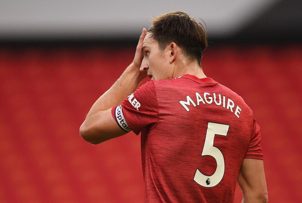 Những khoảnh khắc ấn tượng trong ngày Man Utd, Liverpool cùng bị nhấn chìm - Ảnh 14.