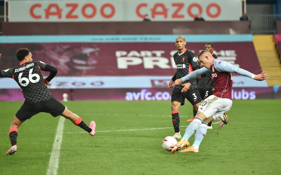 Những khoảnh khắc ấn tượng trong ngày Man Utd, Liverpool cùng bị nhấn chìm - Ảnh 18.