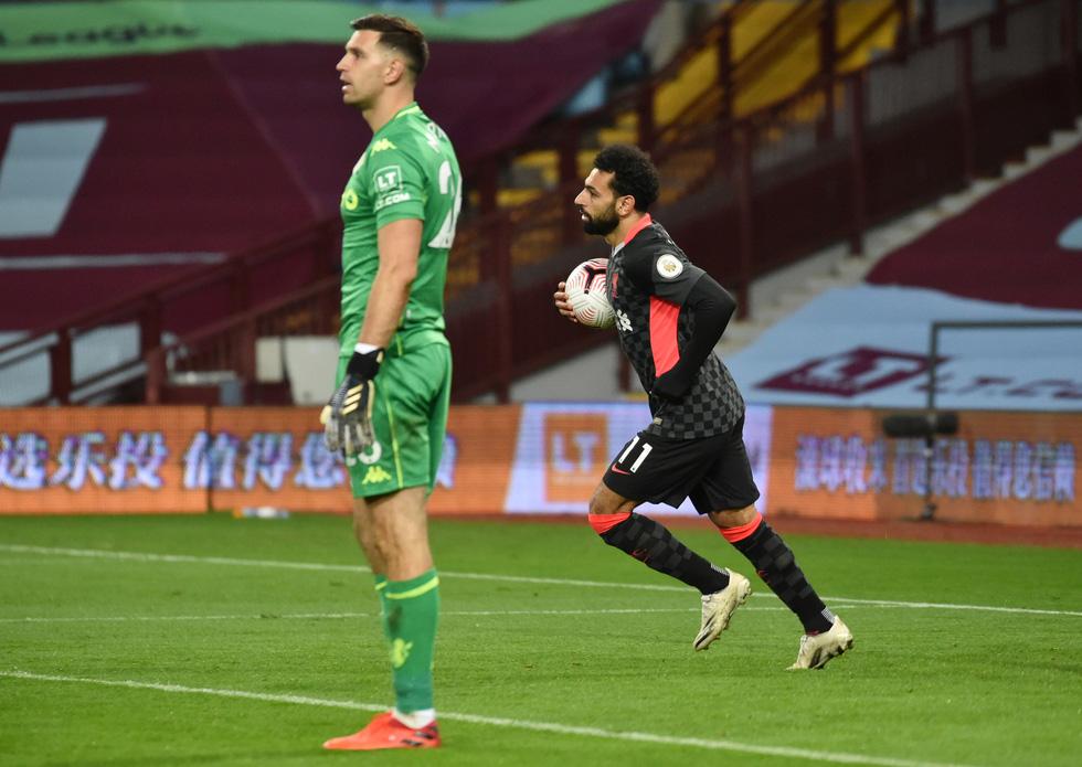 Những khoảnh khắc ấn tượng trong ngày Man Utd, Liverpool cùng bị nhấn chìm - Ảnh 20.