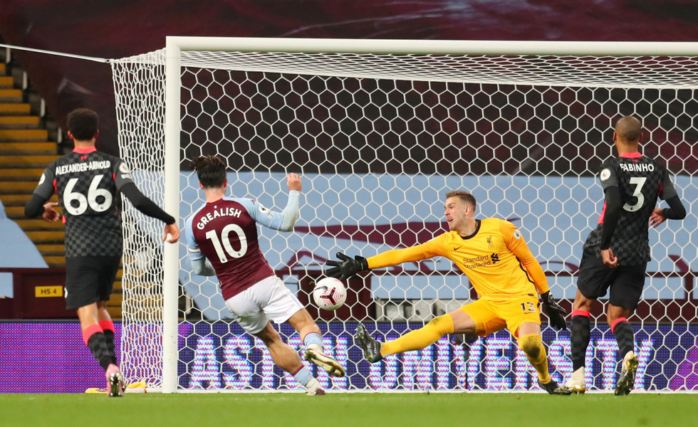 Những khoảnh khắc ấn tượng trong ngày Man Utd, Liverpool cùng bị nhấn chìm - Ảnh 21.