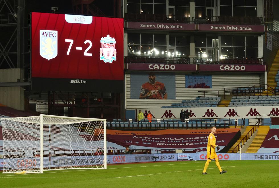 Những khoảnh khắc ấn tượng trong ngày Man Utd, Liverpool cùng bị nhấn chìm - Ảnh 23.