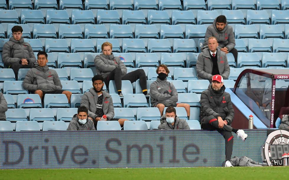 Những khoảnh khắc ấn tượng trong ngày Man Utd, Liverpool cùng bị nhấn chìm - Ảnh 24.