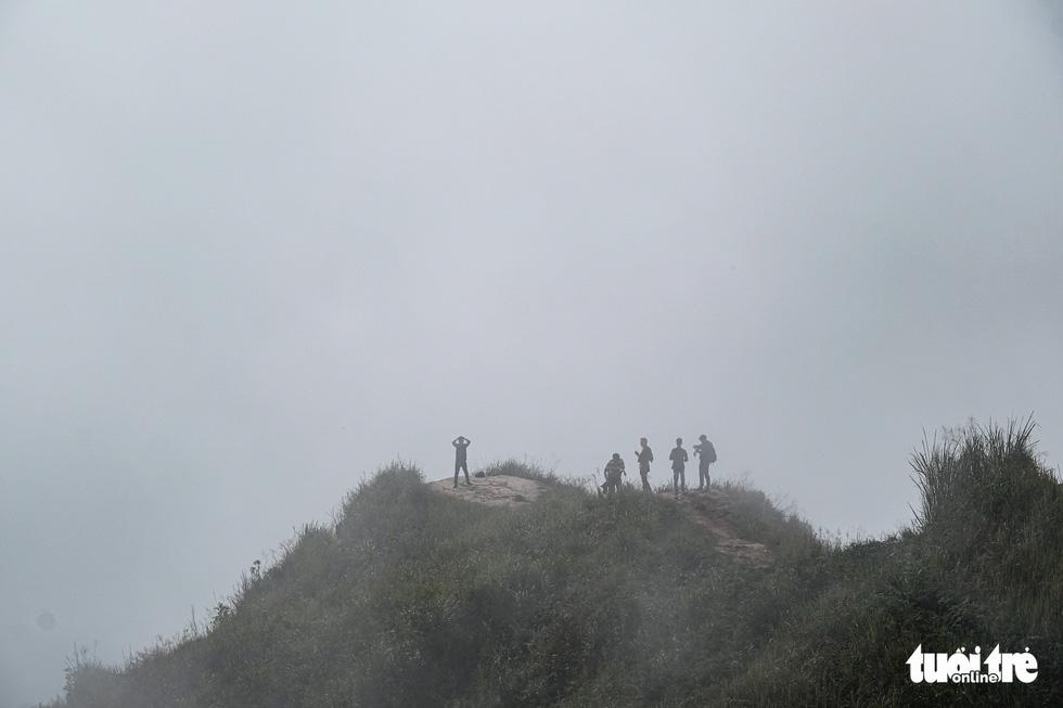 Biển mây ôm núi, vờn gió ở Háng Đồng - Ảnh 10.