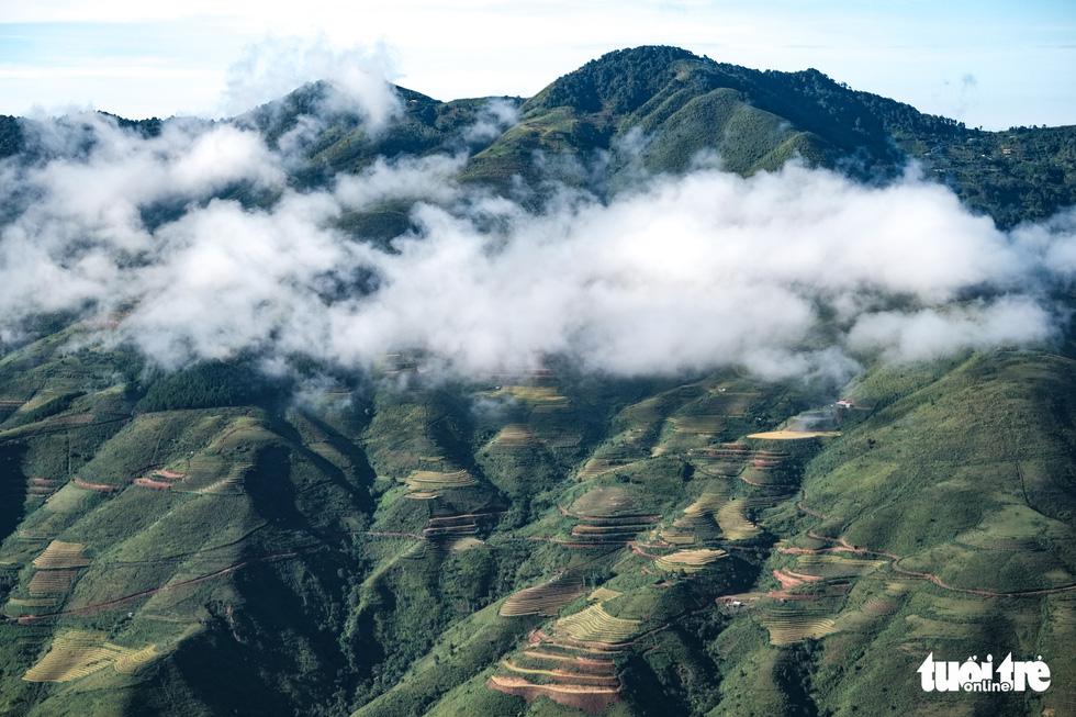 Biển mây ôm núi, vờn gió ở Háng Đồng - Ảnh 4.