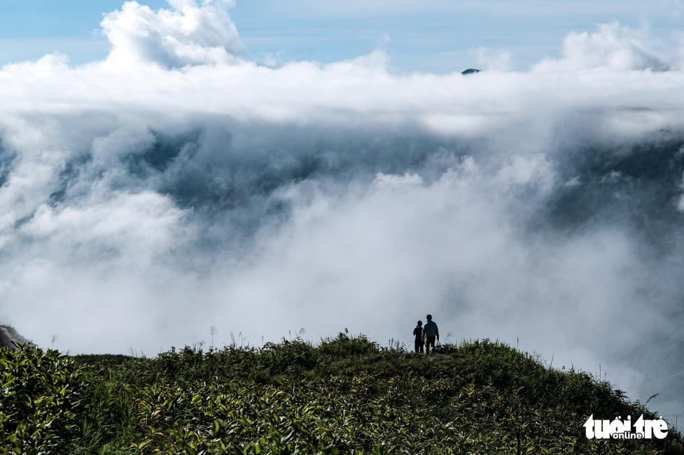 Biển mây ôm núi, vờn gió ở Háng Đồng - Ảnh 11.