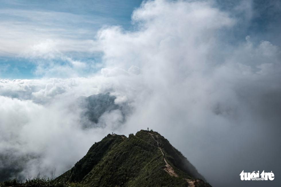Biển mây ôm núi, vờn gió ở Háng Đồng - Ảnh 9.