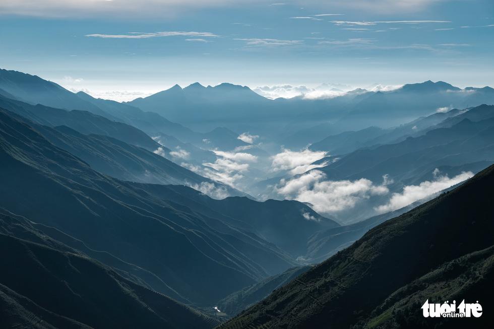 Biển mây ôm núi, vờn gió ở Háng Đồng - Ảnh 2.