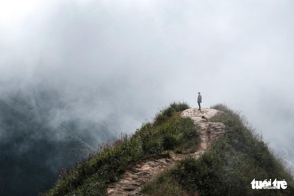Biển mây ôm núi, vờn gió ở Háng Đồng - Ảnh 12.