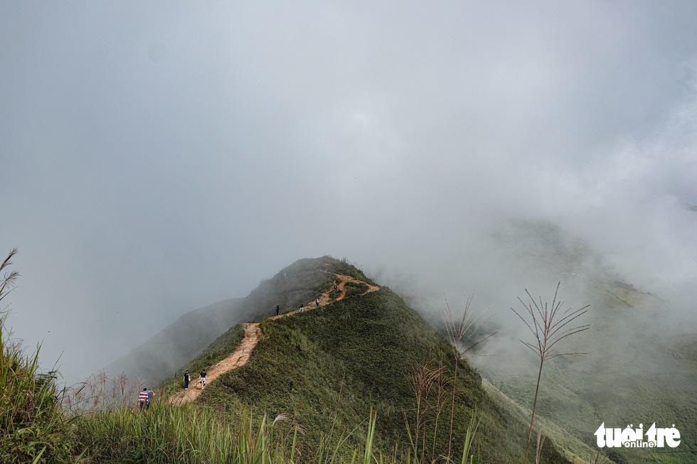 Biển mây ôm núi, vờn gió ở Háng Đồng - Ảnh 8.