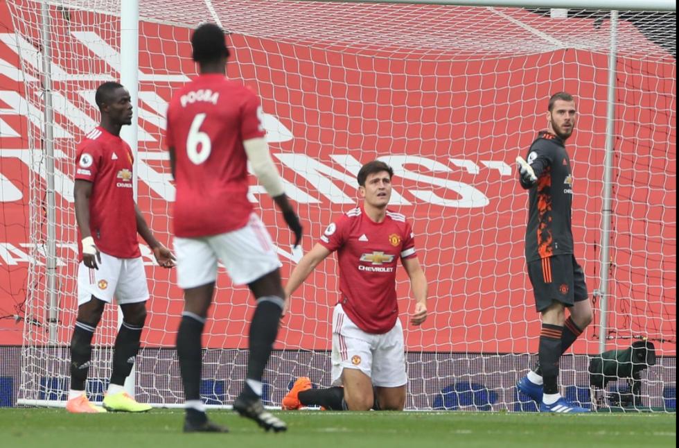 Những khoảnh khắc ấn tượng trong ngày Man Utd, Liverpool cùng bị nhấn chìm - Ảnh 5.