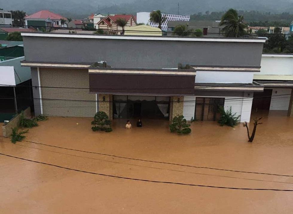 Miền Trung mưa dồn dập, nước lũ tràn vào phố cổ Hội An - Ảnh 15.