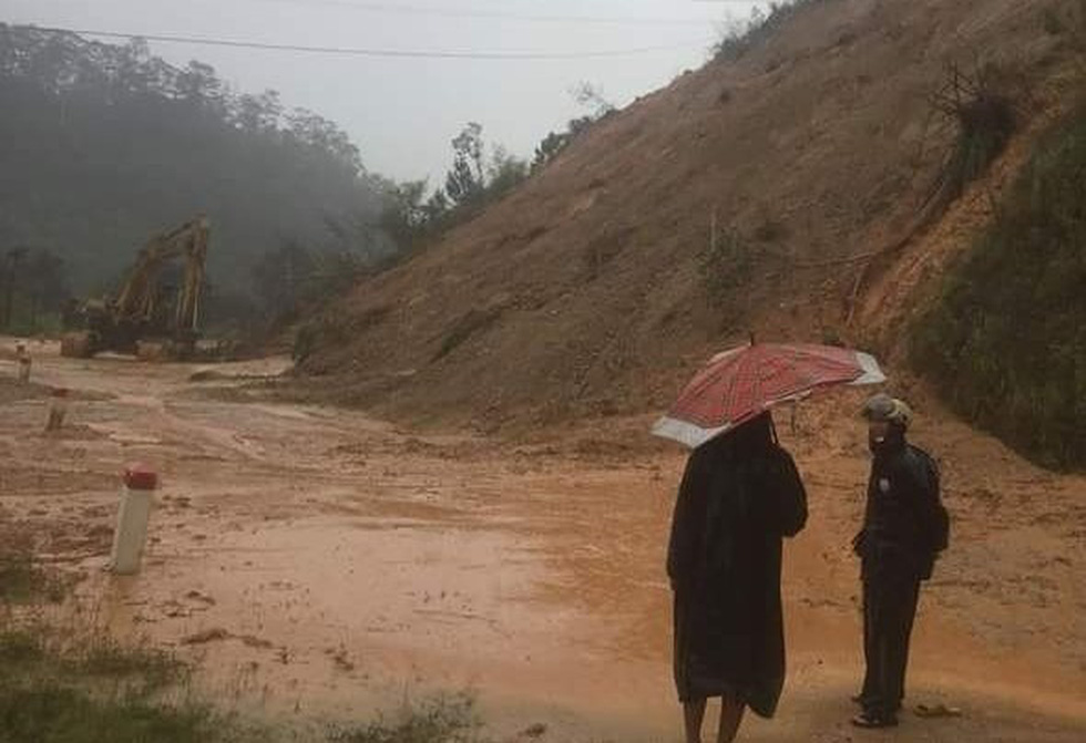 Miền Trung mưa dồn dập, nước lũ tràn vào phố cổ Hội An - Ảnh 5.