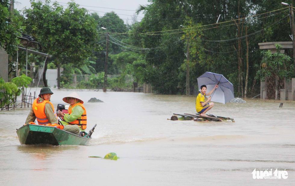 Miền Trung mưa dồn dập, nước lũ tràn vào phố cổ Hội An - Ảnh 11.