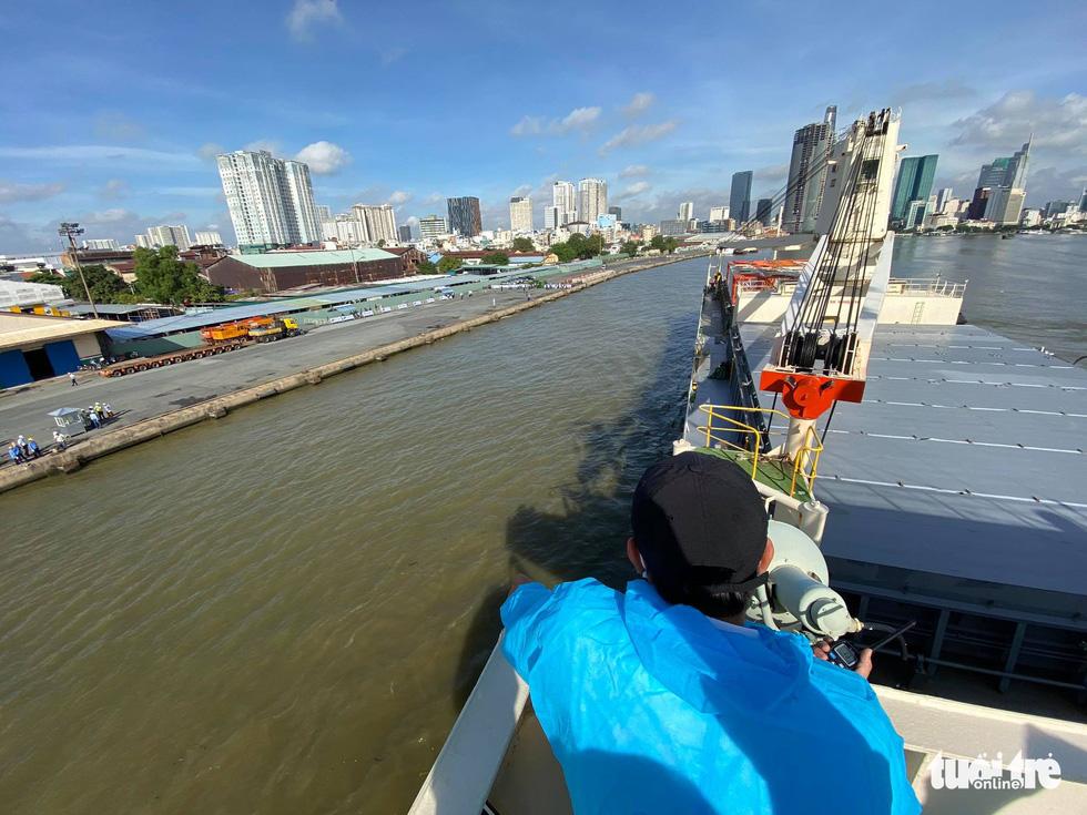 Tàu metro số 1 Bến Thành - Suối Tiên cập cảng Khánh Hội - Ảnh 8.