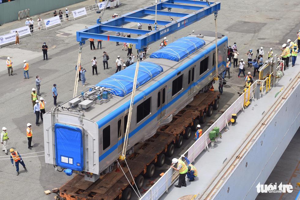 Tàu metro số 1 Bến Thành - Suối Tiên cập cảng Khánh Hội - Ảnh 5.