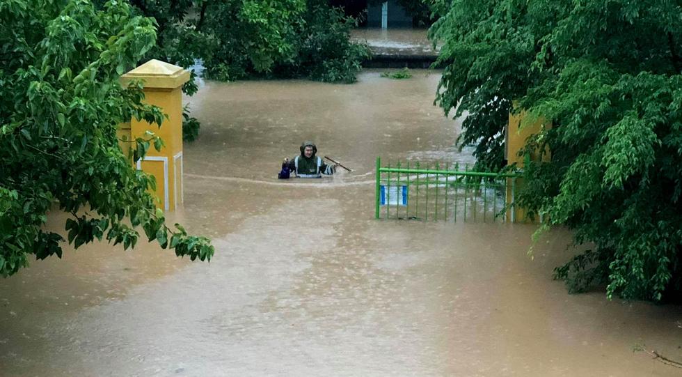 Miền Trung mưa dồn dập, nước lũ tràn vào phố cổ Hội An - Ảnh 17.