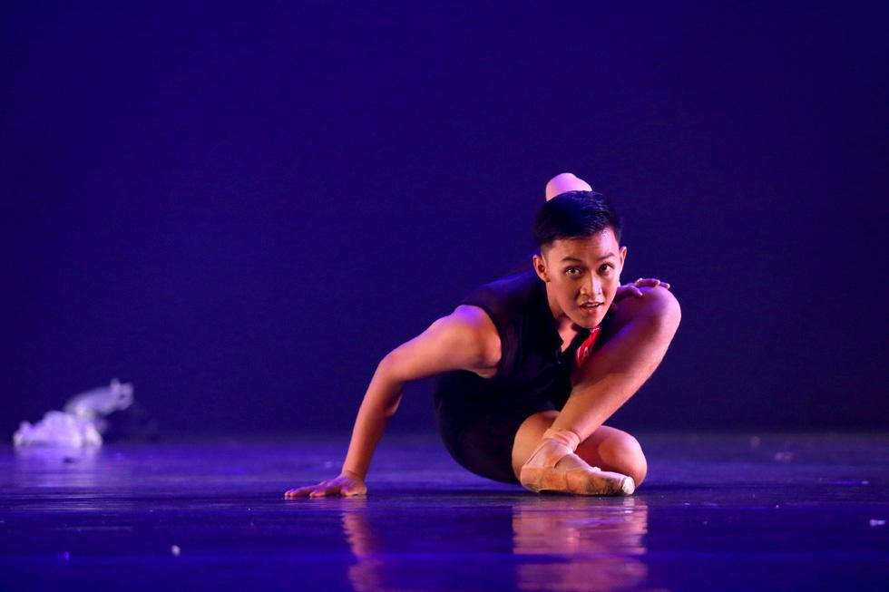Cuộc thi tài năng biểu diễn múa 2020, đêm khai mạc đã đẹp đến say lòng - Ảnh 4.