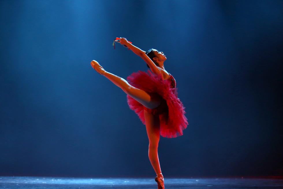 Cuộc thi tài năng biểu diễn múa 2020, đêm khai mạc đã đẹp đến say lòng - Ảnh 6.