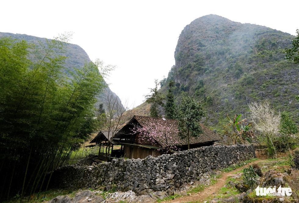 Hà Giang có những mái nhà đặc sắc - Ảnh 2.