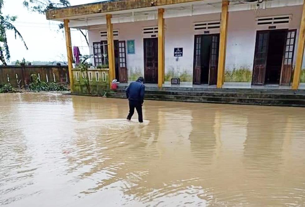 Mưa lớn, nước sông dâng quá nhanh, Quảng Nam lại ngập sâu - Ảnh 4.