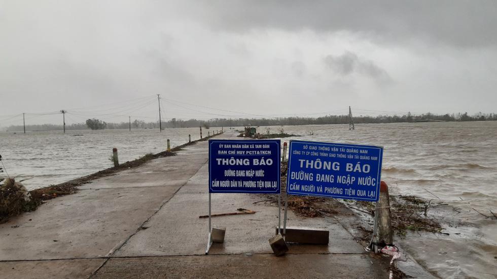 Mưa lớn, nước sông dâng quá nhanh, Quảng Nam lại ngập sâu - Ảnh 3.