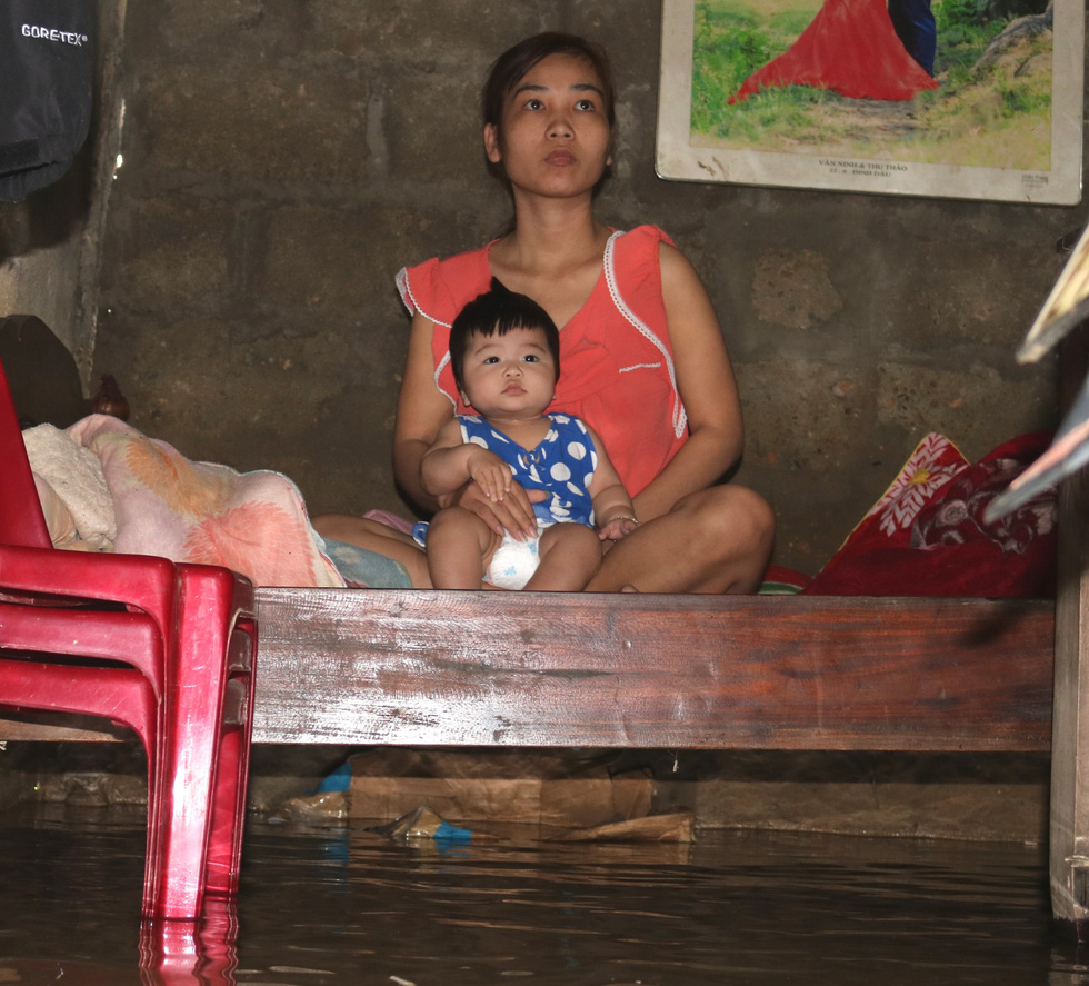 Thương những ngôi làng hơn 30 ngày còn ngâm trong nước - Ảnh 6.