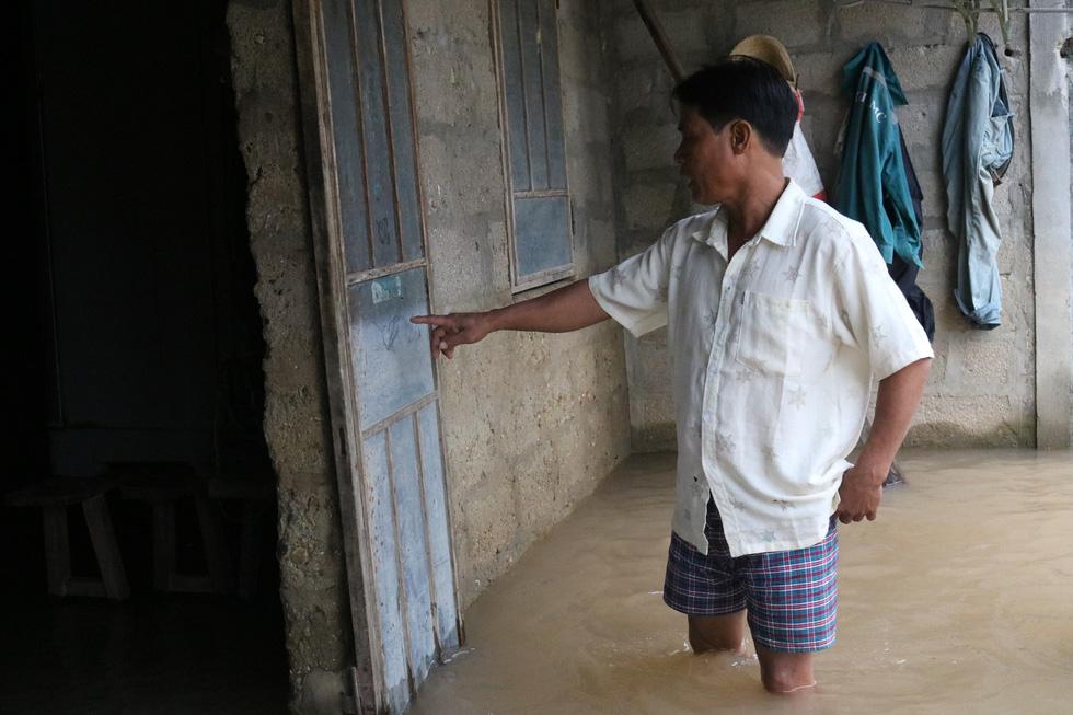 Thương những ngôi làng hơn 30 ngày còn ngâm trong nước - Ảnh 7.