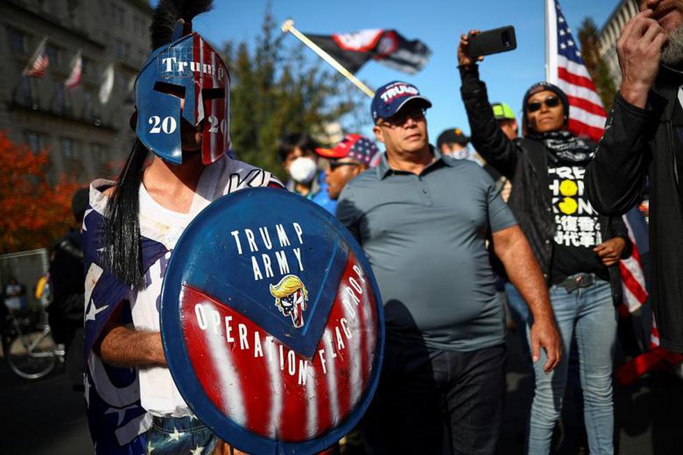 Người ủng hộ và người phản đối ông Trump đối đầu nhau ở thủ đô Washington - Ảnh 2.
