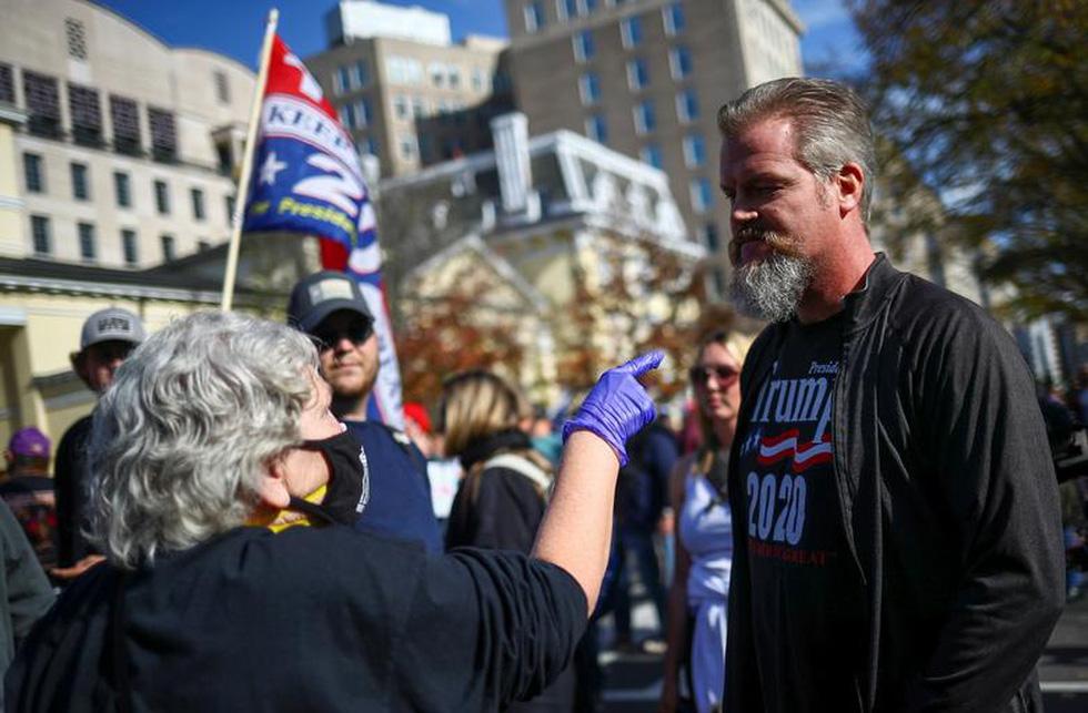 Người ủng hộ và người phản đối ông Trump đối đầu nhau ở thủ đô Washington - Ảnh 3.