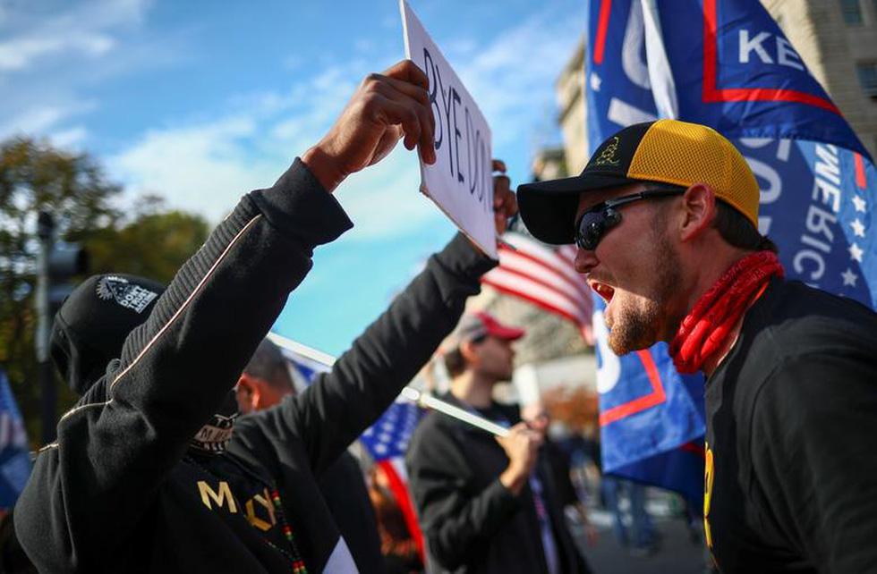 Người ủng hộ và người phản đối ông Trump đối đầu nhau ở thủ đô Washington - Ảnh 1.