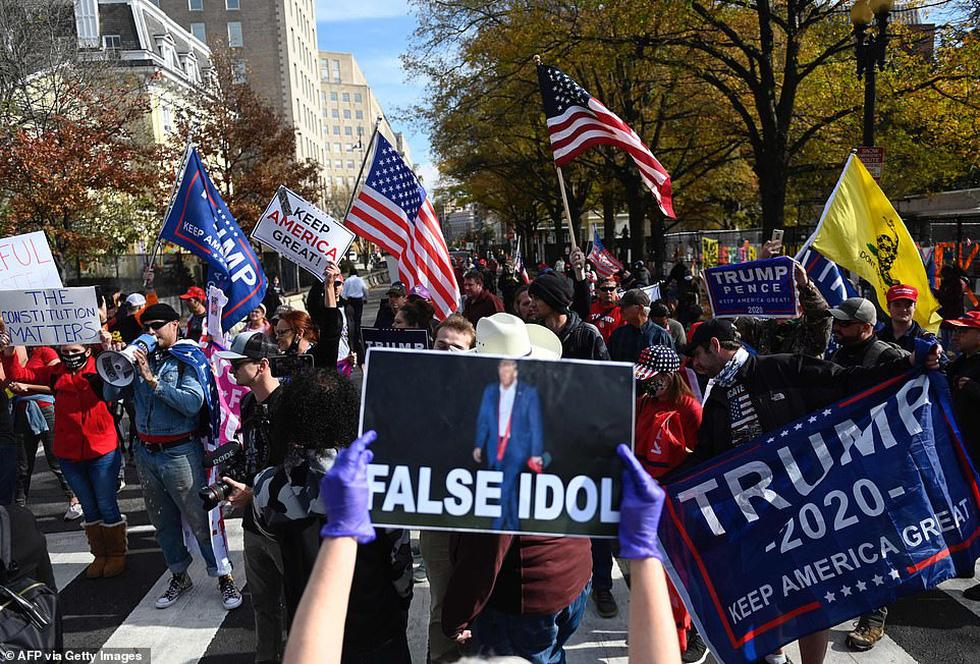 Người ủng hộ và người phản đối ông Trump đối đầu nhau ở thủ đô Washington - Ảnh 7.