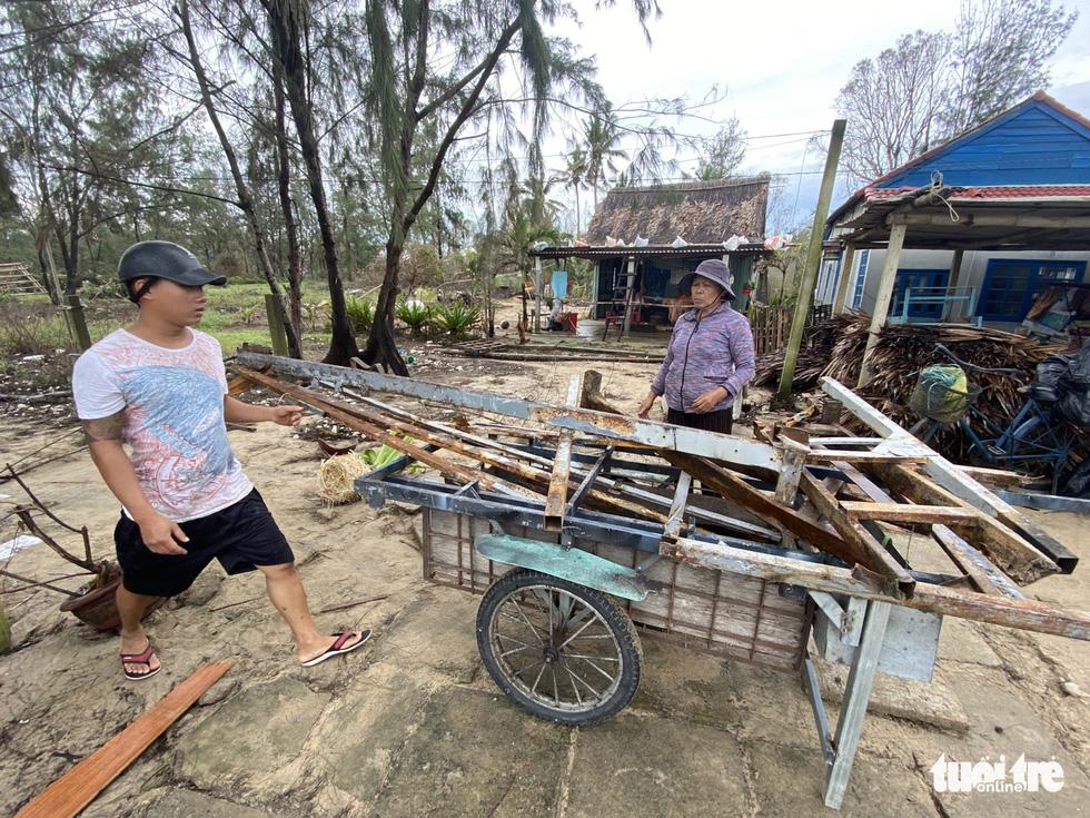 Sau bão, villa, nhà hàng dọc biển Hội An bị sóng đánh toác, sụp đổ - Ảnh 14.
