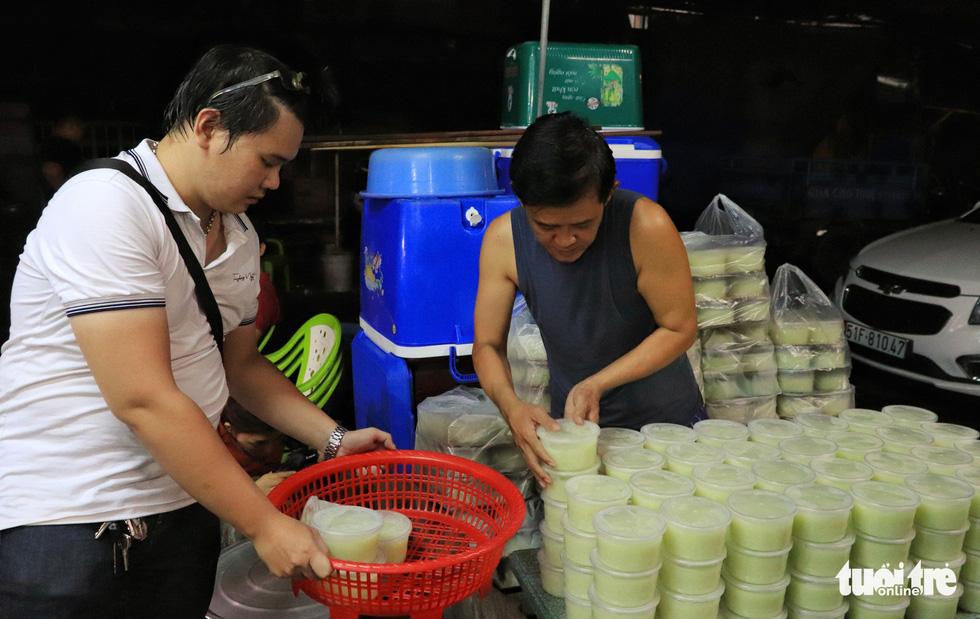 All night cooking free porridge for the needy - Photo 3.