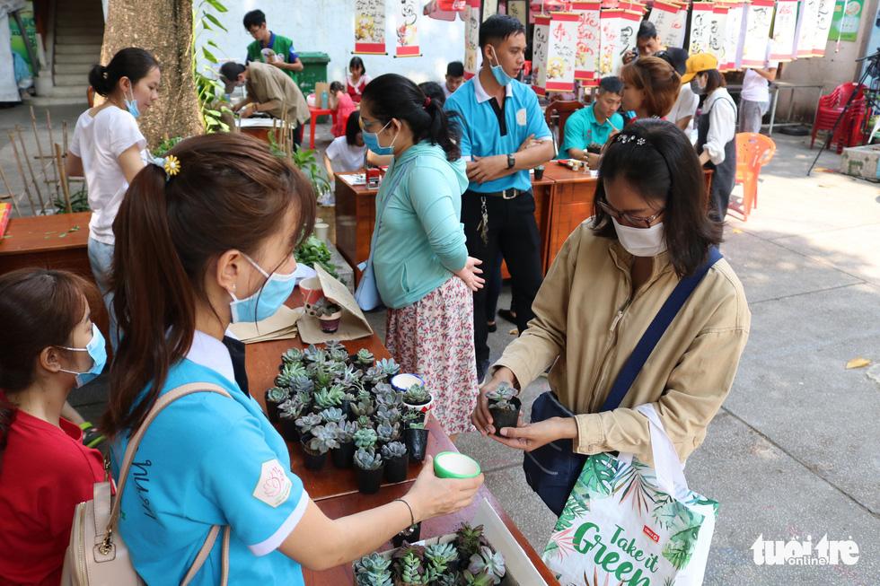 Đổi rác nhận cây xanh, làm gạch xây trường cho trẻ em nghèo - Ảnh 5.