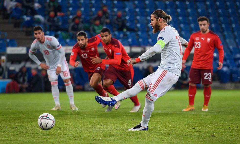 Ramos 2 lần đá hỏng phạt đền trong ngày lập kỷ lục - Ảnh 3.
