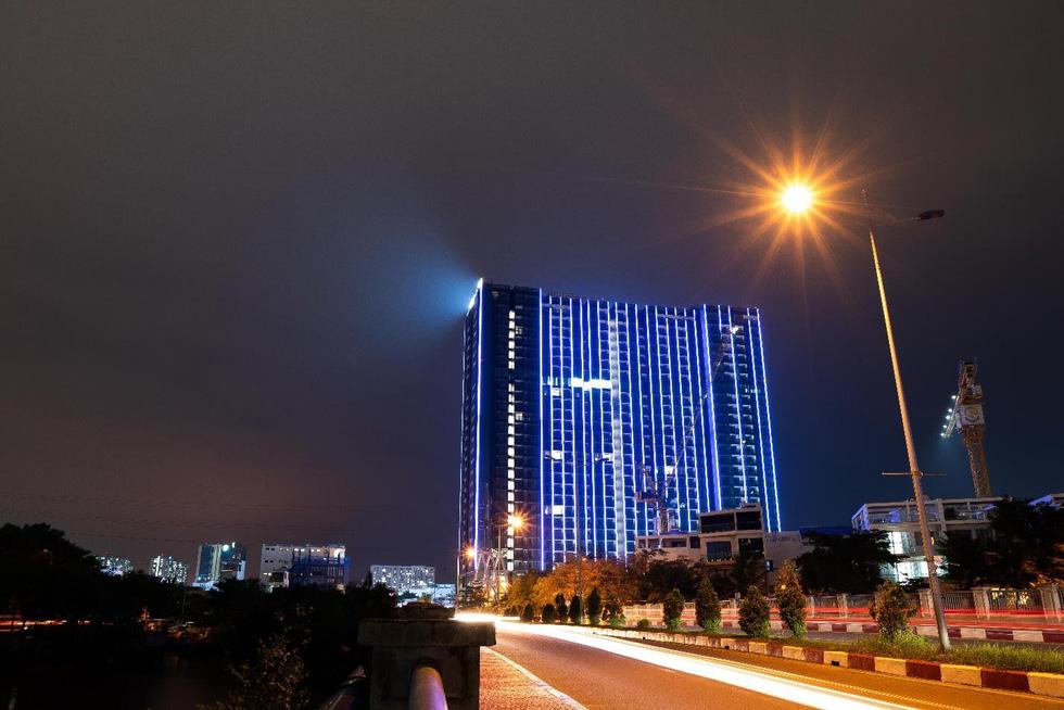 Chi 3 triệu USD lắp đèn led cho tòa tháp S1 - Ảnh 1.