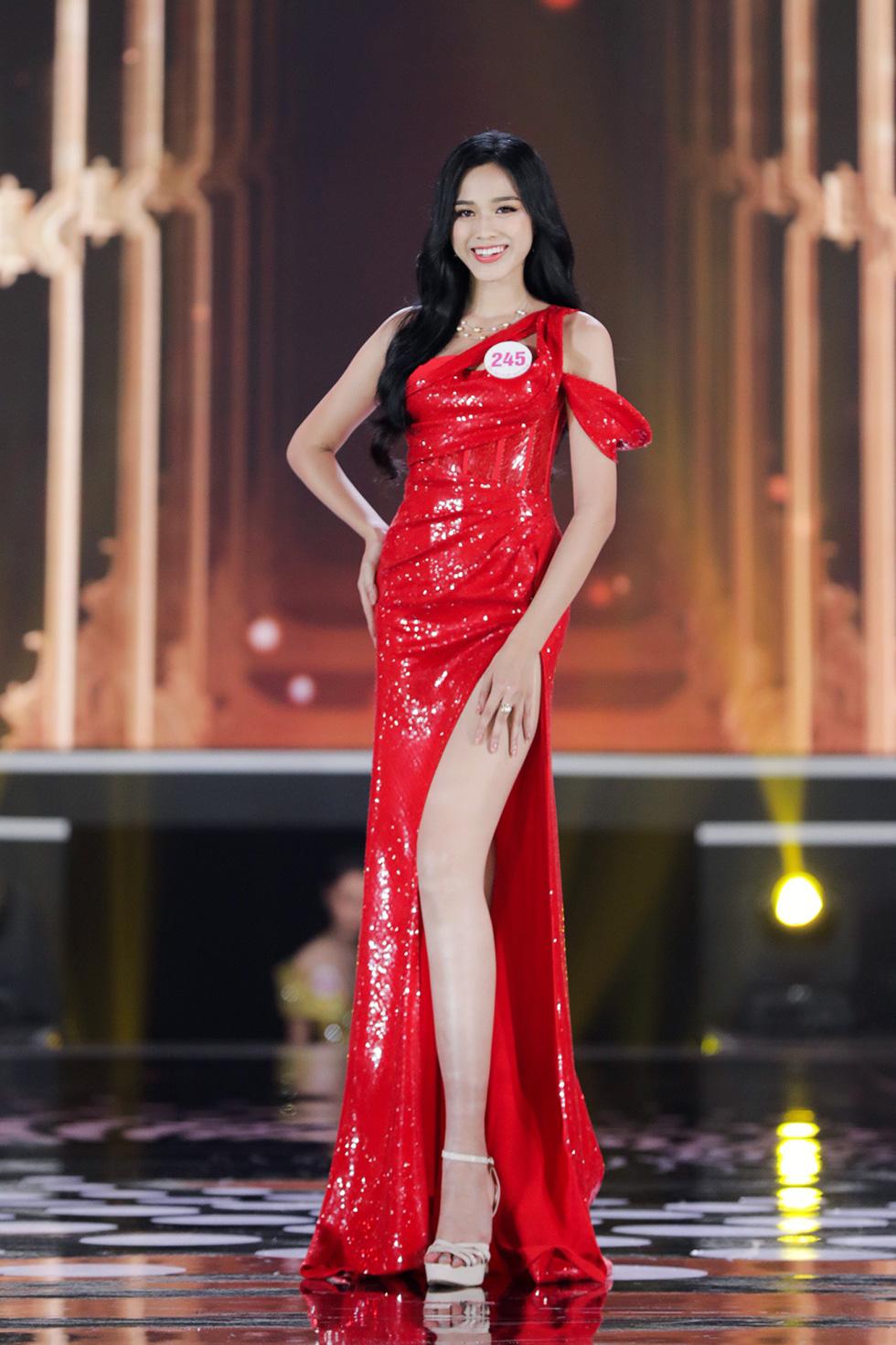Đỗ Thị Hà đoạt vương miện Một thập kỷ nhan sắc - Hoa hậu Việt Nam 2020 - Ảnh 1.