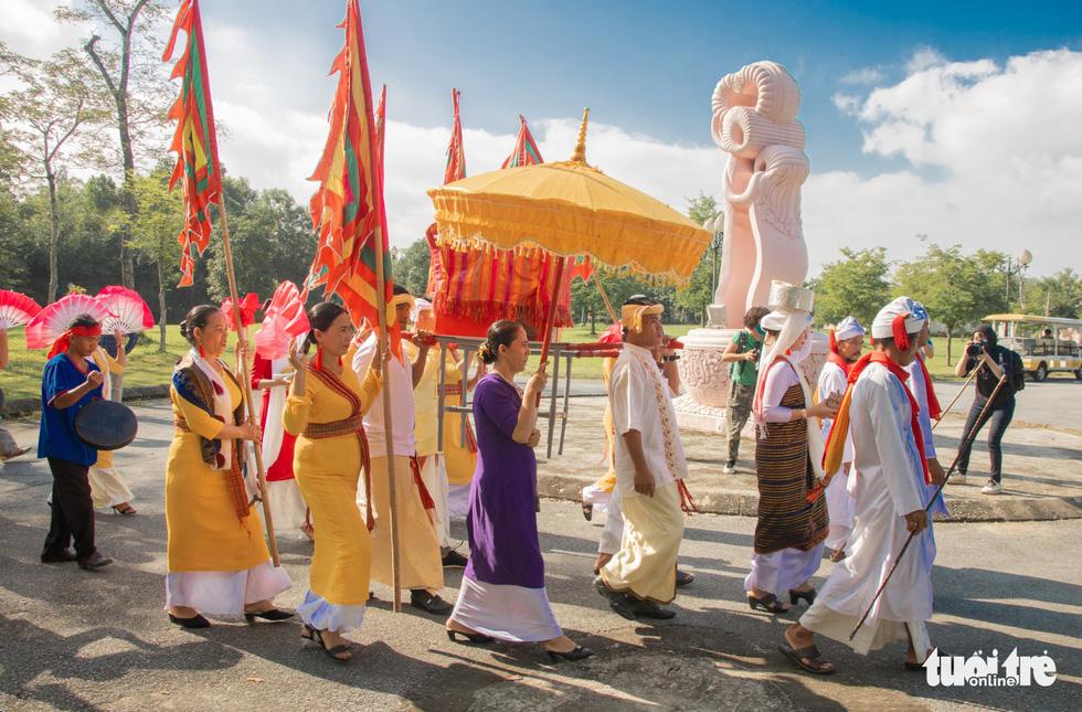 Tái hiện lễ hội Katê rực rỡ sắc màu của người Chăm - Ảnh 3.