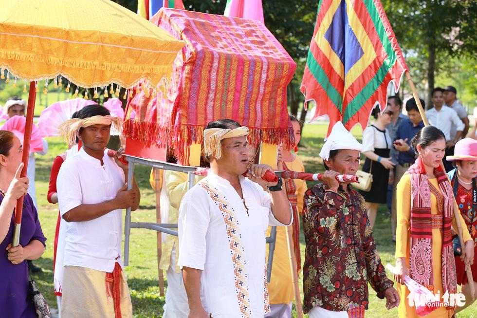 Tái hiện lễ hội Katê rực rỡ sắc màu của người Chăm - Ảnh 4.